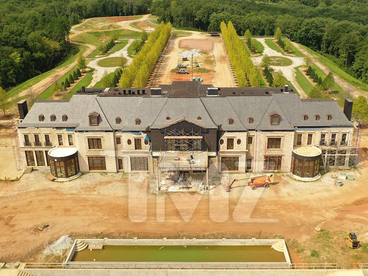tyler-perry-billionaire-forbes-airport-mega-estate