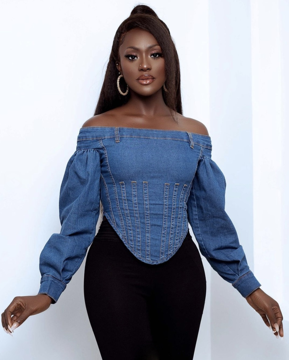 Linda Osifo tops with puffy sleeves stylerave
