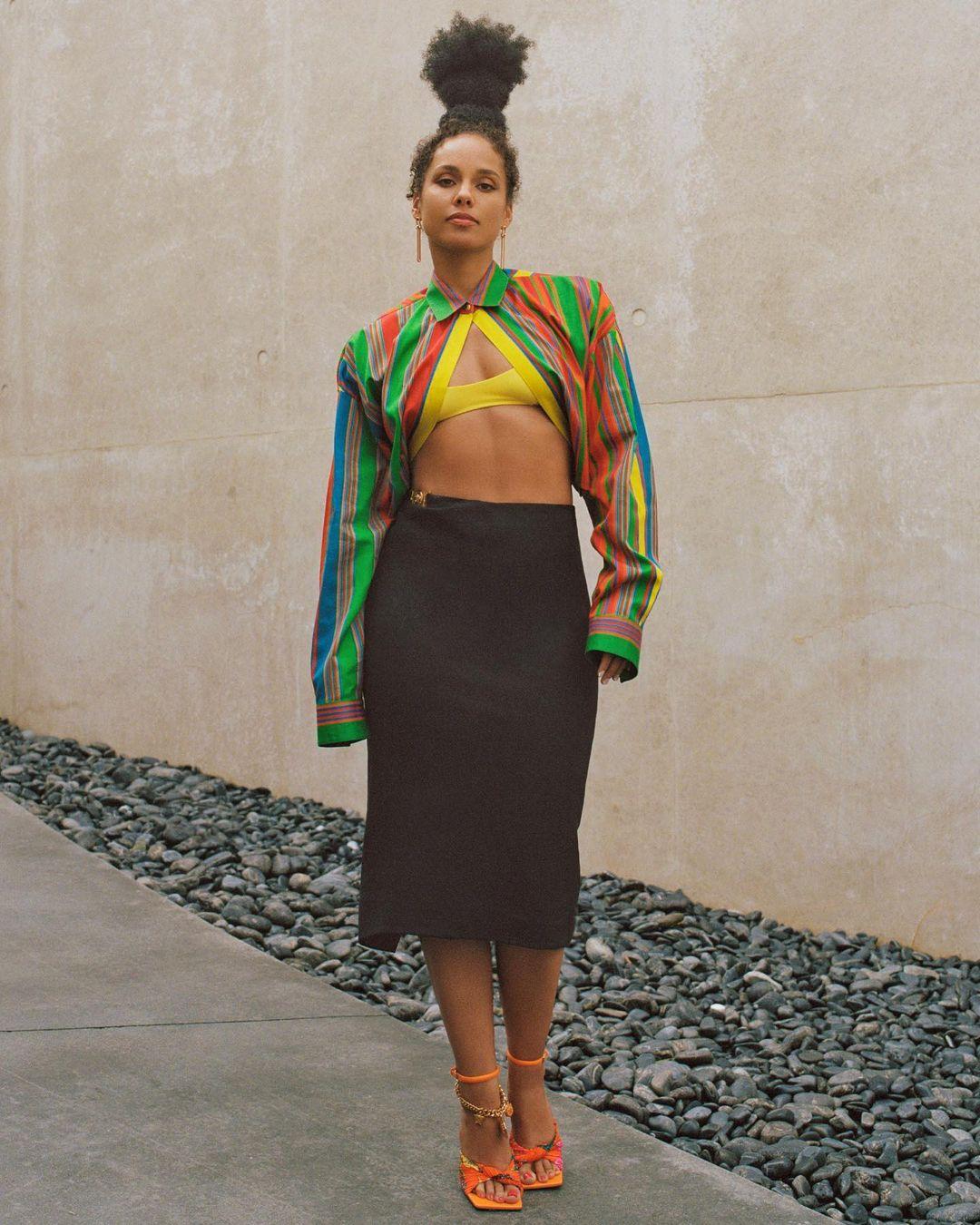 Alicia Keys Balenciaga Top Versace skirt no makeup makeup look black-celebs-style-stars-instagram