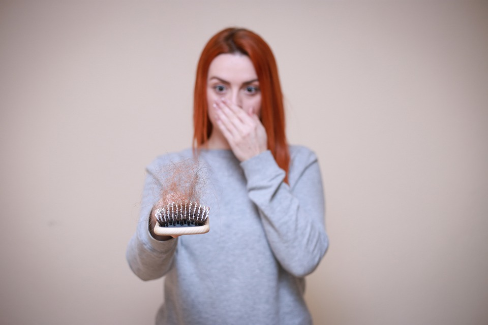 hair-loss-causes-symptoms-reason-women